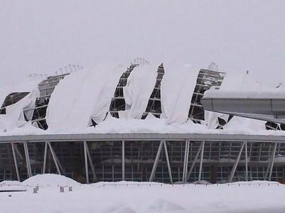 大雪でつぶれた熊谷ドーム